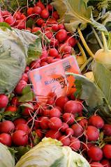 Biogemüse auf dem Wulksfelder Bauernmarkt - frische Radieschen.