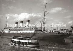 Der Passagierdampfer Cap Polonio der Hamburg Südamerikanischen Dampfschifffahrts-Gesellschaft / Hamburg Süd hat im Strom fest gemacht. Das ca. 200m lange und 22m breite Passagierschiff konnte 356 I. Klasse-, 250 II. Klasse- und 950 Zwischendeckpas