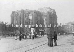 Brandruine des Kirchenschiffs von der St. Michaeliskirche, 1906.