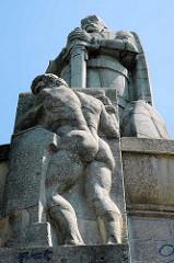 Hamburger Bismarck-Denkmal - Statue aus Granit auf der Elbhöhe im Alten Elbpark - fertiggestellt 1906; Architekten Johann Emil Schaudt und vom Berliner Bildhauer Hugo Lederer.