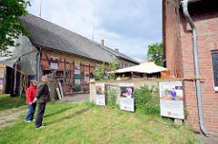 Ausstellung in Luckau / Wendland zur Kulturellen Landpartie - Flucht und Ankommen / ZuFlucht Wendland.