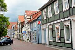 Geschäfte und Wohnhäuser - historische Gebäude in der Burgstrasse von Lüchow.
