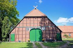 Restaurierte Fachwerkscheune - Breese i. d. Marsch / Wendland.