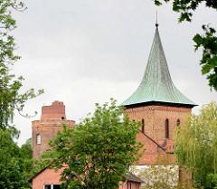 Glockenturm der St. Johanniskirche, Kupferdach und Amtsturm Lüchow.