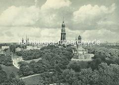 - Historisches Luftbild von der Elbhöhe / Alter Elbpark in der Hamburger Neustadt - im Hintergrund die St. Michaeliskirche und Türme der Hansestadt.