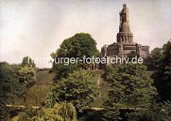 Altes Bild vom Bismarkdenkmal in Hamburg - Bäume an der Elbhöhe, alter Elbpark.