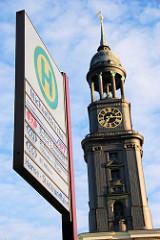 Bushaltestelle Michaeliskirche - Kirchturm vom Michel.