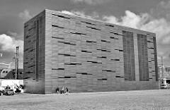 Moderne Architektur in der Hafencity Hamburg - Umspannwerk des Stadtteils an der Stockmeyerstrasse, das 12 000 Bewohner und Unternehmen  mit Strom versorgt.