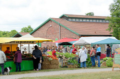 Wulksfelder Bauernmarkt mit Ausstellern regionaler Bioprodukten.