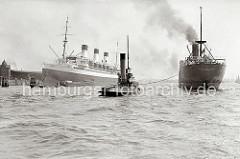 Das britische Frachtschiff PORT ADELAIDE mit Schlepperhilfe auf der Elbe - dicker Qualm steigt aus dem Schornstein des Schiffs. Der Passagierdampfer CAP ARCONA hat im Strom festgemacht und ist an den Dalben des Strandhafens vertäut. Im Hintergrun
