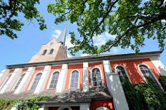 Kirchenschiff der St. Johanniskirche in Dannenberg - Dreischiffige gotische Hallenkirche, außen klassizistisch überformt, mit neugotischem Westturm.