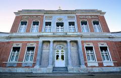 Rückansicht des Marmorpalais im Neuen Garten von Potsdam - Teil des Potsdamer UNESCO Weltkulturerbe. Das Palais wurde ließ Friedrich Wilhelm II 1793 im Stil des Frühklassizismus errichten - Architekten Carl von Gontard u. Carl Gotthard Langhans.