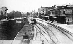 Alter Dammtorbahnhof beim Alsterglacis, der 1866 erbaut und 1903 abgerissen wurde.