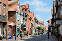 Fachwerkhäuser in der Langen Strasse von Dannenberg  - Geschäftshäuser, Wohngebäude.