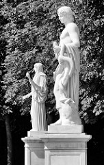 Skulpturen an der Gartenanlage vom Neuen Palais in Potsdam, Park Sanssouci.
