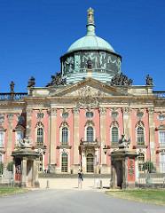 Schloss Neues Palais - Park Sanssouci, Potsdam; Mittelrisalit mit Kuppel.