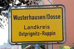 Ortsschild Wusterhausen / Dosse; Landkreis Ostprignitz-Ruppin.
