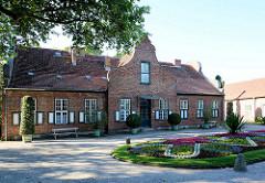 Kavaliershaus im Holländischen Stil an der Orangerie im Neuen Garten von Potsdam. Erbaut 1789 - 1790 nach Plänen von Carl Gotthard Langhans und Andreas Ludwig Krüger.