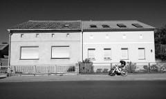 Doppelhaus - gleiche Bauform, unterschiedliche Fassadengestaltung; Architekturbilder aus Werder, Havel.