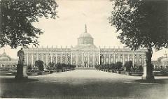 Historische Ansicht vom Neuen Palais im Potsdamer Park Sanssouci.