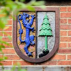 Wappen des ehemaligen Kreises Dannenberg an einem Nebengebäude des Amtsgerichts.