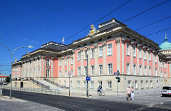 Rekonstruktion vom Potsdamer Stadtschloss - das Gebäude wurde 1945 durch einen Luftangriff zerstört, 1960 die Reste gesprengt und abgetragen. 2011 wurde ein Neubau mit historischer Fassade errichtet, der seit 2014 das Parlamentsgebäude vom Brandenbur