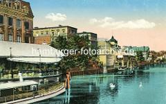 Historisches Motiv an der Havel in Potsdam - Blick von der Langen Brücke, Restaurants und Hotels am Havelufer, Ausflugsschiff / Schwäne.