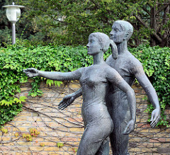Skulpturen auf der Potsdamer Freundschaftsinsel - Bronzekulptur Tanzpaar, Ingeborg Hunzinger-Frank 1966.