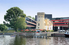 Blick über den Tiefen See / Potsdamer Havel zum Hans Otto Theater.