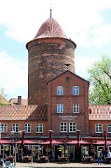Alter Kuhmarkt in Dannenberg - ehem. Feuerwehrhaus und Waldemarturm -  Überrest einer mittelalterlichen Burg und späteren Schlosses Dannenberg; Wahrzeichen der Stadt.