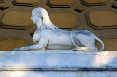 Sphinx am ägyptischen Portal der Orangerie im Neuen Garten von Potsdam.
