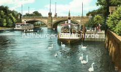 Schiffsanleger an der Havel / Kaiser Wilhelm Brücke in Potsdam - Ausflugsschiffe, Schwäne auf dem Wasser.