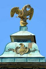 Kuppel mit Adler / Schlange auf der Bildergalerie im Park des Schlosses Sanssouci in Potsdam; erbaut unter Friedrich II. (der Große) in den Jahren 1755–1764.