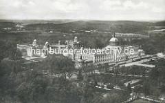 Alte Luftansicht vom Neuen Palais mit Communs.