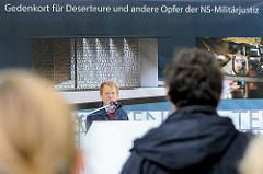 Der Hamburger Künstler  Volker Lang, Wettbewerbssieger für die Schaffung des Deserteurdenkmals.