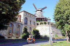 Mühle von Sanssouci in Potsdam;  Holländerwindmühle vom Typ Galerieholländer mit Mühlengebäude.