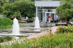Springbrunnen am Ausstellungpavillion auf der Freundschaftsinsel in Potsdam.