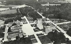 Historisches Flugbild vom Neuen Palais mit Communs.