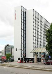 Eingang Hamburg Messe, Intercity Hotel - Bei den Kirchhöfen / St. Petersburger Strasse, Hamburg Sankt Pauli.