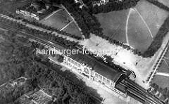 Alte Hamburger Luftaufnahme vom Dammtorbahnhof - lks. das Gebäude der Universität.