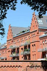 Potsdam - ehem. Kaserne des 1. Garde-Ulanen-Regiments An der Einsiedelei 6 aus dem Jahre 1889Potsdam - ehem. Kaserne des 1. Garde-Ulanen-Regiments An der Einsiedelei 6 aus dem Jahre 1889.