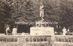Heinrich Heine Denkmal - Skulptur im Hamburger Stadtpark ca. 1930.