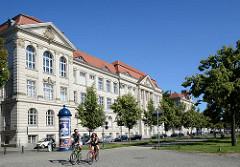 Gebäude vom Einstein-Gymnasium in Potsdam; eröffnet 1909 als humanistisches Realgymnasium für Jungen.