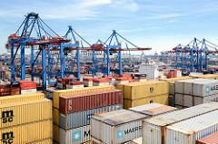 Containerladung eines Containerschiffs im Hafen Hamburgs - Containerbrücken vom Terminal Burchardkai in Hamburg Waltershof.