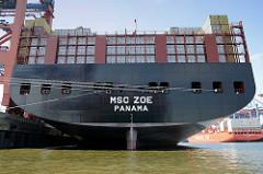 Heck mit Containerladung vom Frachtschiff MSC ZOE / Heimathafen Panama im Hamburger Hafen, Waltershof.