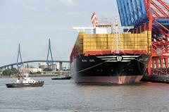 Der Containerfrachter MSC ZOE im Hamburger Hafen an / Container Terminal Eurogate