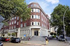Klinkerarchitektur in der Max-Brauer-Allee, Hamburg Altona-Nord; Altonaer Spar- und Bauverein, gegründet 1892.