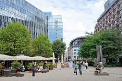 Moderne Verwaltungsgebäude, Bürohauser und Restaurant auf der Fleetinsel in der Hamburger Neustadt.