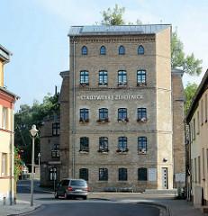 Historisches Gebäude der Elisabethmühle - ehem. wassergetriebene Getreidemühle, 1281 erstmals urkundlich erwähnt. Umbau zur turbinengetriebenen Malmühle - historischer Klinkerbau - Zehdenicker Ziegel, Industriearchitektur.