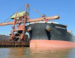 Der Massengutfrachter / Bulk Carrier Frontier Harvest liegt im Hamburger Hafen / Sandauhafen am Terminal Hanseport.